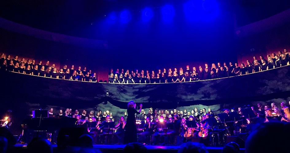 Suomen joulu – Tiirismaan yläkoulun musiikkiluokkalaisten ja Tiirismaan musiikkilukiolaisten yhteinen joulukonsertti 2017 Sibeliustalon pääsalissa.